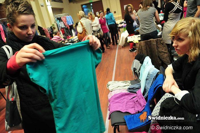 Świdnica: Spódniczka za spodnie, bluzka za torebkę, czyli ciuch za ciuch