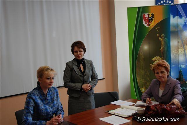 powiat świdnicki: Maluchy potrzebują nowych rodzin
