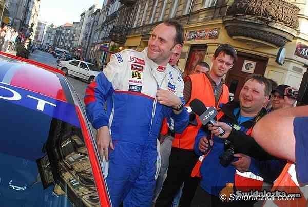 Świdnica: Tomasz Kuchar testuje nowy samochód
