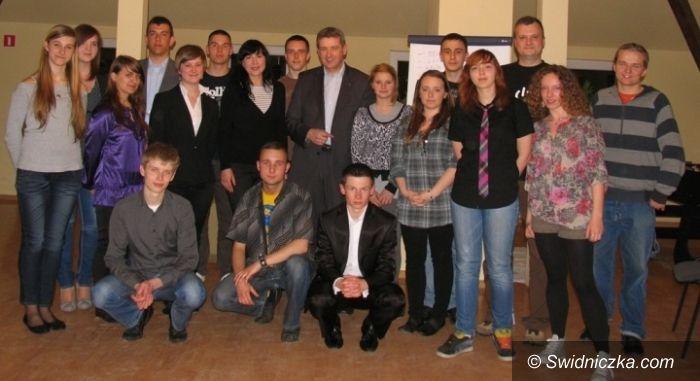 Świdnica: Młodzi radni wyszkoleni – nauczono ich, jak mają rozmawiać z dziennikarzami