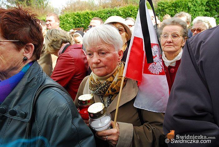 Świdnica: Świdniczanie w hołdzie ofiarom tragedii – tablica odsłonięta