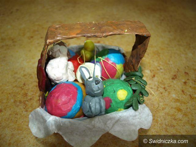 Świebodzice: Cudeńka wykonane przez dzieci: baranki, zajączki i wielkanocne palmy