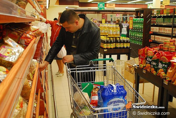 Świdnica: Świąteczne paczki dla najuboższych – półtora tony rozdane