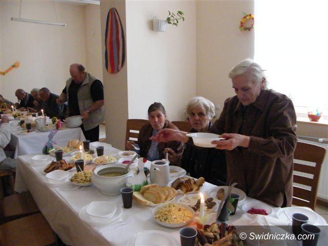 Świebodzice: Śniadanie i prezenty
