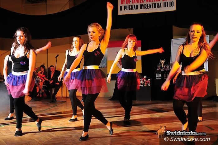 Świdnica: III LO w Świdnicy opanowali tancerze [FOTO VIDEO]