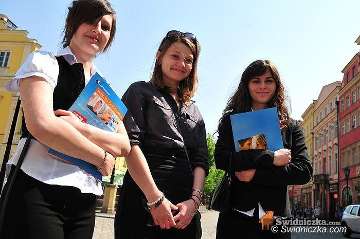Świdnica: Żegnaj szkoło – maturzyści świętują zakończenie roku szkolnego