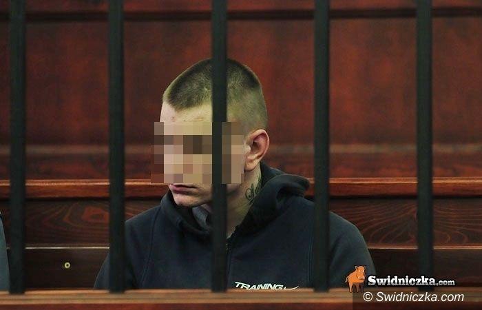 Świdnica: Dwudziestojednolatek oskarżony o zabicie mężczyzny w dopalaczowym szale bez wyroku