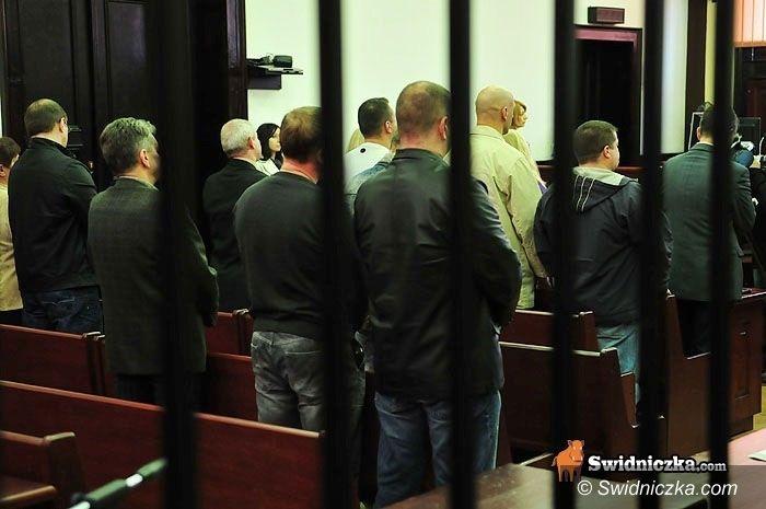 Świdnica: Skazani policjanci opuścili areszty