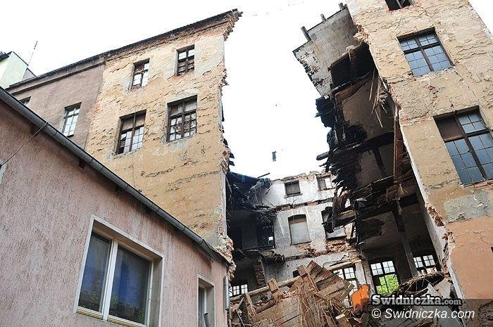 Świdnica: Solidaryzują się z kolegami – SP 1 ogłosiło zbiórkę na rzecz mieszkańców zawalonej kamienicy