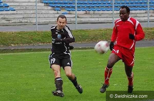 III-liga piłkarska: Christian Nnamani znów trafia w meczu przeciwko Polonii