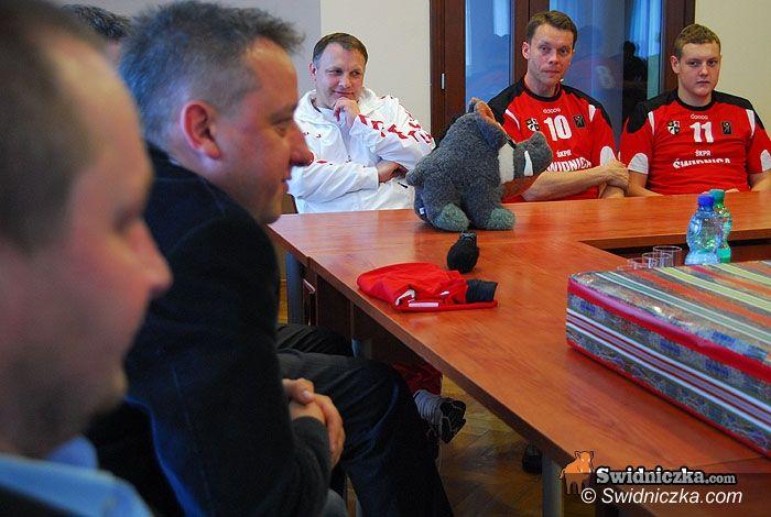 Świdnica: Zawodnicy i działacze ŚKPR–u u prezydenta