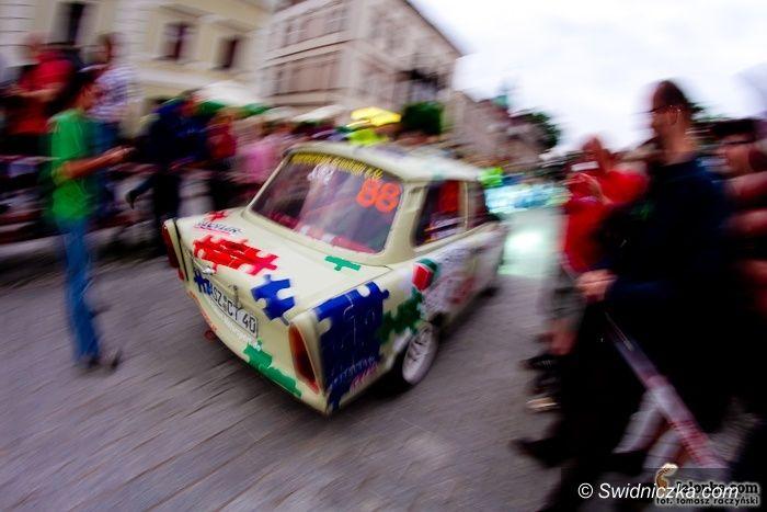 Jelenia Góra: Rajdowcy przywitali Jelenią Górę – fotorelacja z ceremonii startu Rajdu Karkonoskiego