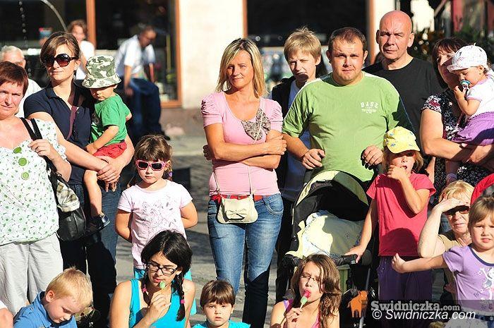 Świdnica: Aktorzy opanowali świdnicki Rynek