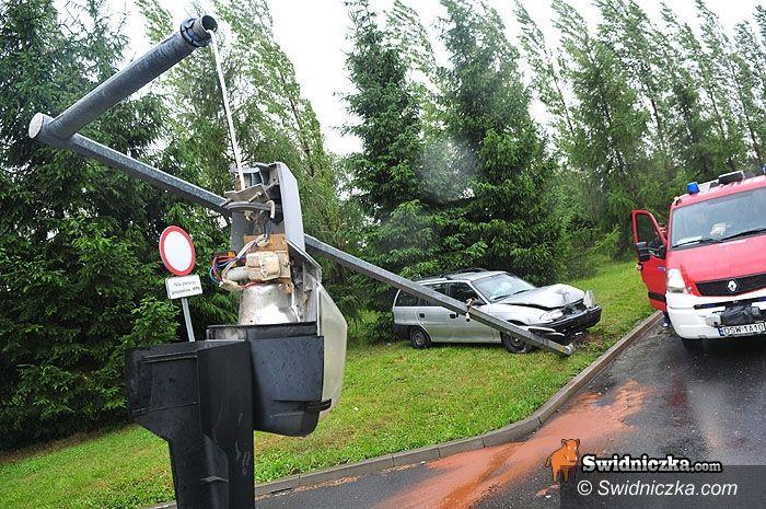 Świdnica: Zaparkował na latarni