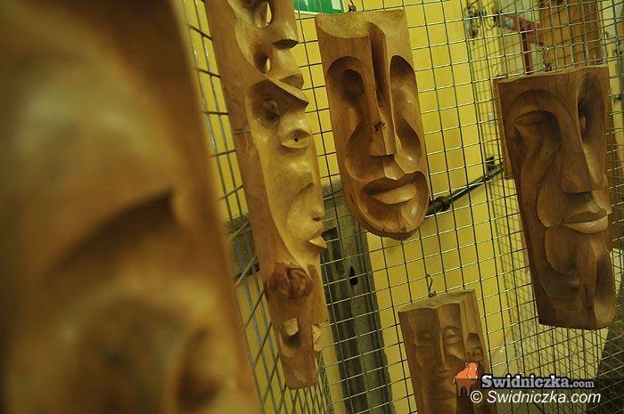 Świdnica: Rzeźba i poezja w świdnickiej bibliotece