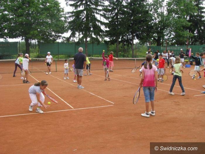 Świdnica: Wakacyjna szkółka tenisa ziemnego podsumowana