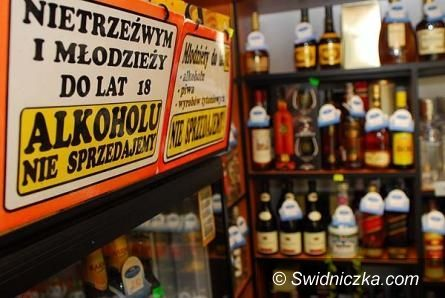 """Świebodzice: Świebodzice mówią """"STOP"""" sprzedaży alkoholu nieletnim"""
