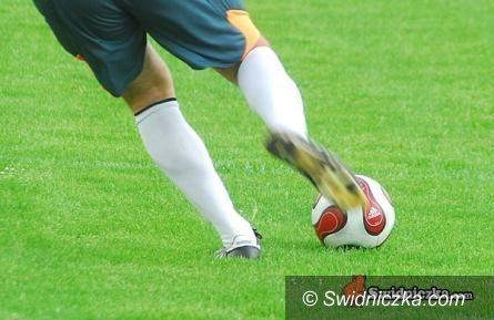 IV-liga piłkarska: Outsider rozgrywek wybierze się do Kobierzyc