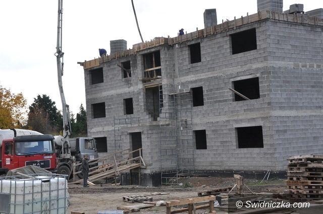Świdnica/Region: Budynek komunalny pnie się w górę
