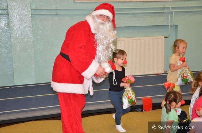Świdnica: Mikołaj z wizytą u akrobatów