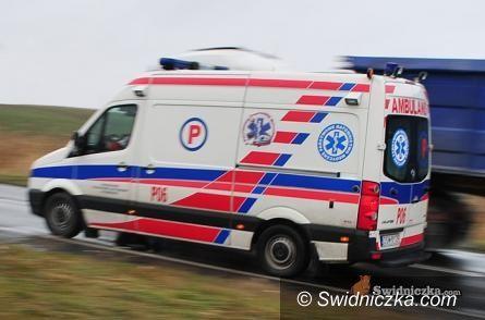 Świdnica: Wypadek karetki– ranny kierowca pogotowia przebywa w szpitalu
