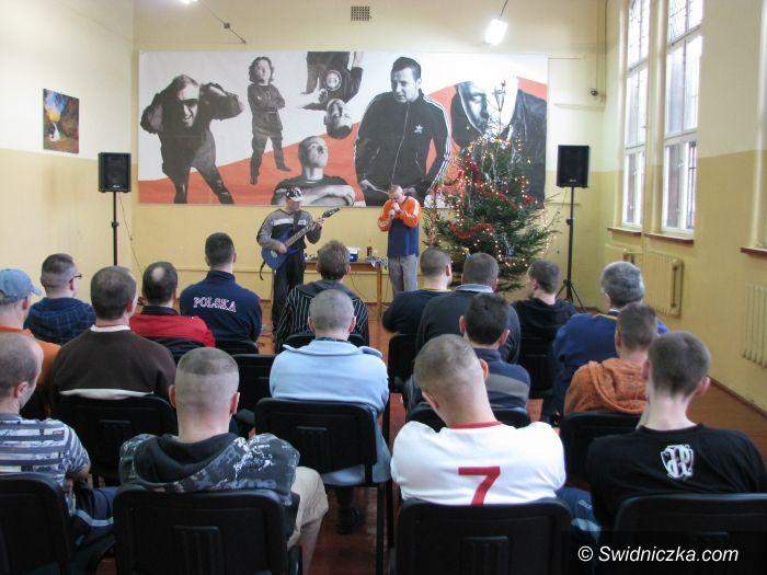 """Świdnica: """"Nasza wolność"""" – koncert świąteczny w areszcie śledczym"""