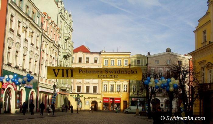 Świdnica: Setki maturzystów odtańczyło na rynku poloneza