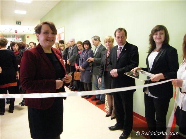 """Świebodzice: To ich szczęśliwa """"trzynastka""""–otwarcie świebodzickiej szkoły[ FOTO]"""