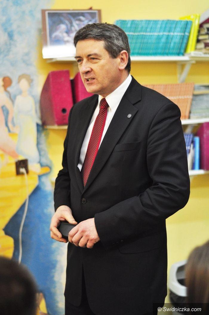 Świdnica: Prezydent Murdzek poprowadził lekcję WOS–u  w I LO