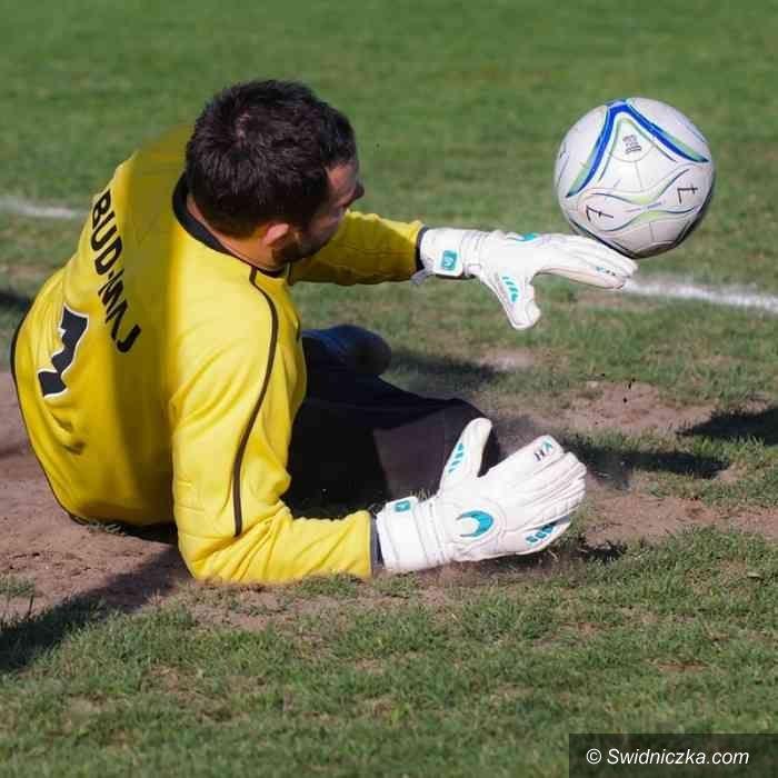 IV-liga piłkarska: Trzy punkty pojechały do Jeleniej Góry