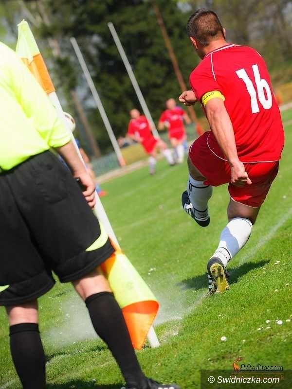 IV-liga piłkarska: Tłok w tabeli piłkarskiej IV–ligi – podsumowanie 19. kolejki