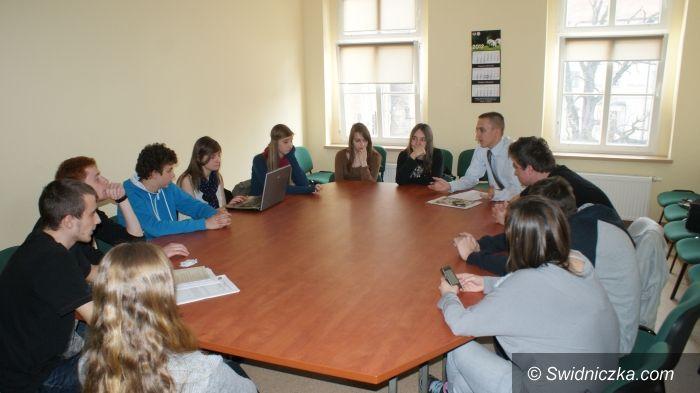 Świdnica: O szkolnej demokracji w IV LO