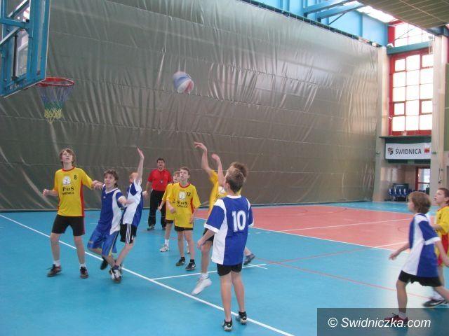 Świdnica: W turnieju mini koszykówki najlepsze reprezentacje SP 8 i SP 4