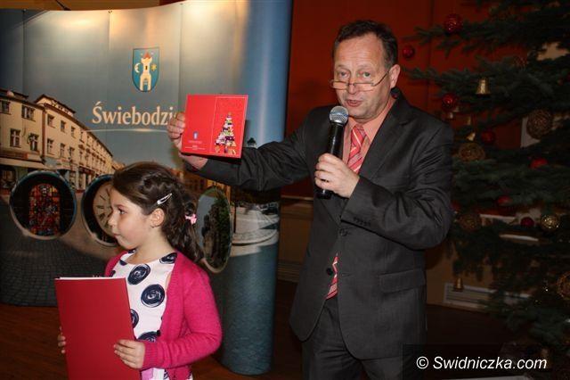 Świebodzice: W Świebodzicach robią piękne bożonarodzeniowe kartki