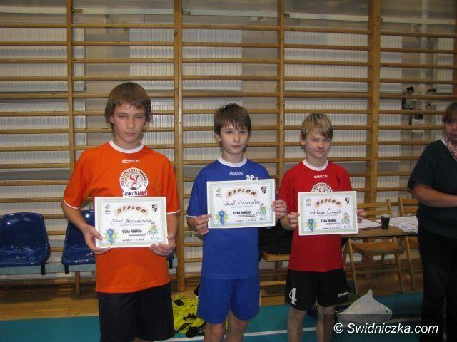 Świdnica: Uczniowie SP 8 wygrywają zmagania w szczypiorniaka