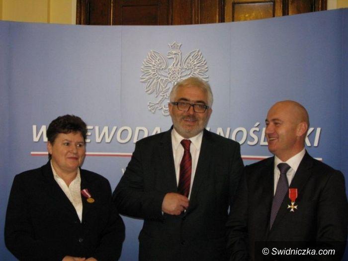 Świdnica: Krzyż Kawalerski dla Mirosława Grebera, Złoty Medal za Długoletnią Służbę dla Ewy Szymańskiej