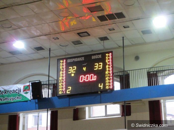 Wałbrzych: Koszykarze II LO Świdnica najlepsi w półfinale strefy