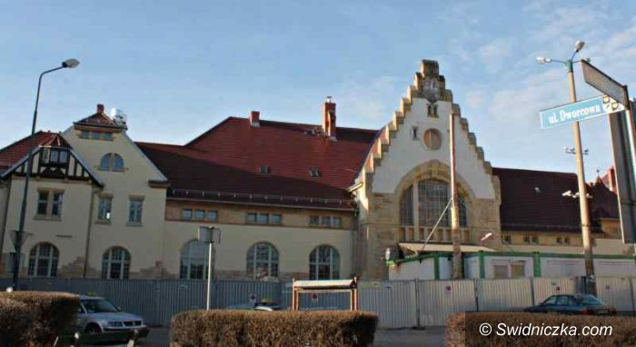 Świdnica: Przebudowa budynku dworca PKP trwa