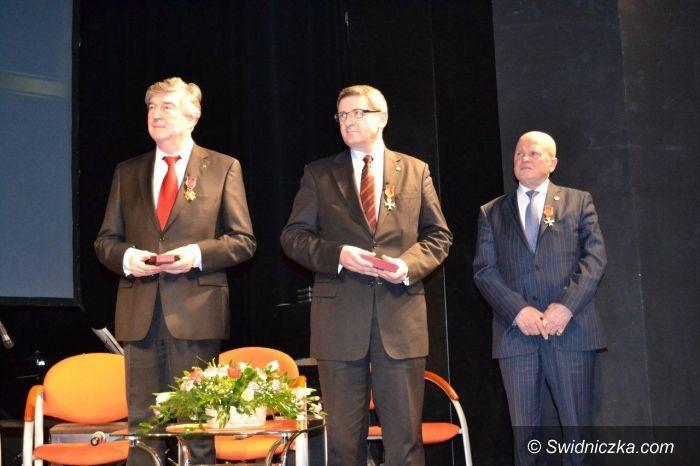 Świdnica: Prezydent Murdzek i Edward Szywała z krzyżami kawalerskimi od Prezydenta RP