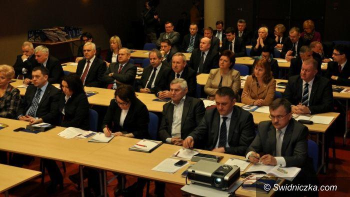 Dzierżoniów: Sudecki Konwent o oświacie i zmianach w gospodarce odpadami