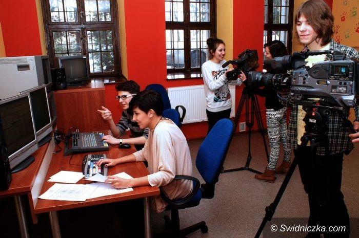 Świdnica: Nowy sprzęt w pracowni filmowej I LO