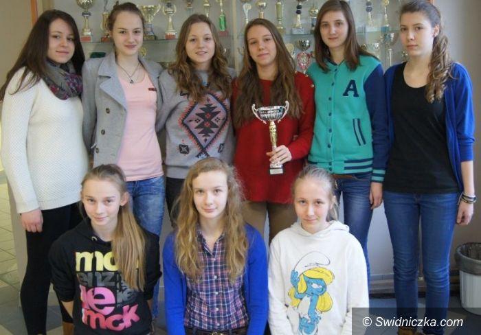 Świdnica: Siatkarki Gimnazjum nr 1 najlepsze w strefie