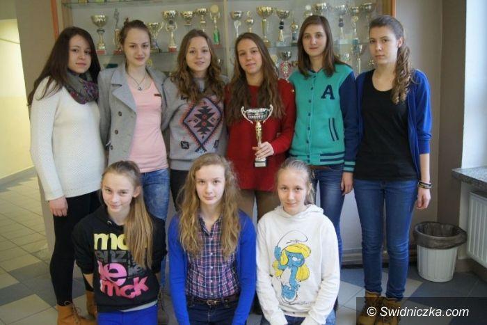 Głogów: Sukces siatkarek z Gimnazjum nr 1