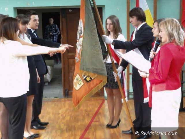 Świebodzice: Pożegnanie trzecioklasistów – absolwentów świebodzickiego LO
