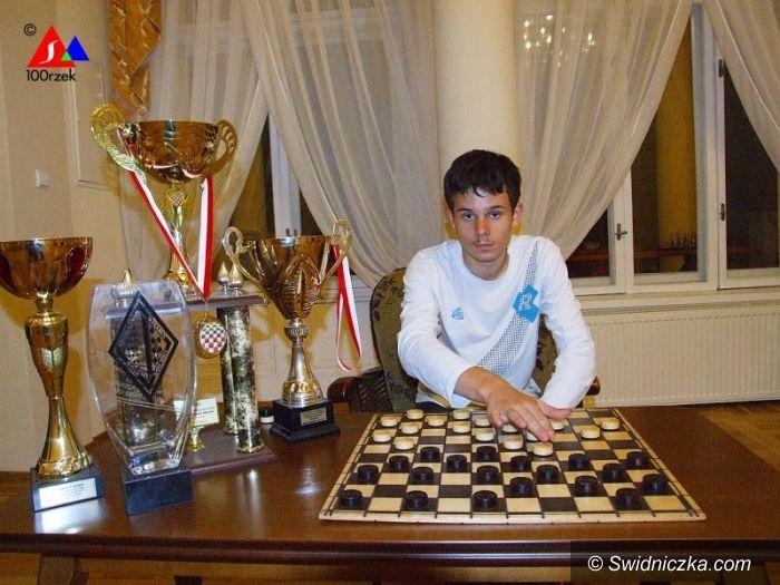 Świdnica/Rosja: Oskar Budis z I LO jedzie na warcabowe mistrzostwa świata w Ufie