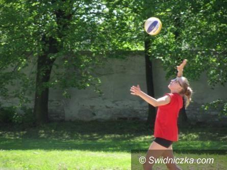 Świdnica: OSiR zaprasza na turniej siatkówki plażowej