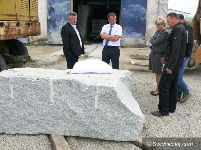 Rusko: Powstanie pamiątkowy obelisk