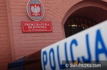 Wałbrzych: Uciekając przed policją spadł prosto na policyjny radiowóz