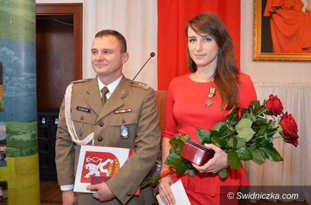 """Strzegom: Marta Staworowska odznaczona medalem """"Gwiazda Afganistanu"""""""
