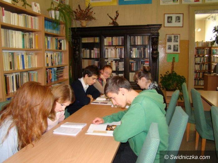 Świdnica: Międzynarodowy Miesiąc Bibliotek Szkolnych 2013 W II LO